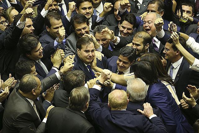 Presidente da Câmara dos Deputados, Rodrigo Maia (DEM-RJ) assinou na terça-feira (5), documento de adesão à bancada ruralista