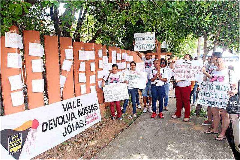 Conforme balanço da Defesa Civil, divulgado nesta quarta-feira (03), 217 mortos já foram confirmados e 79 pessoas seguem desaparecidas.