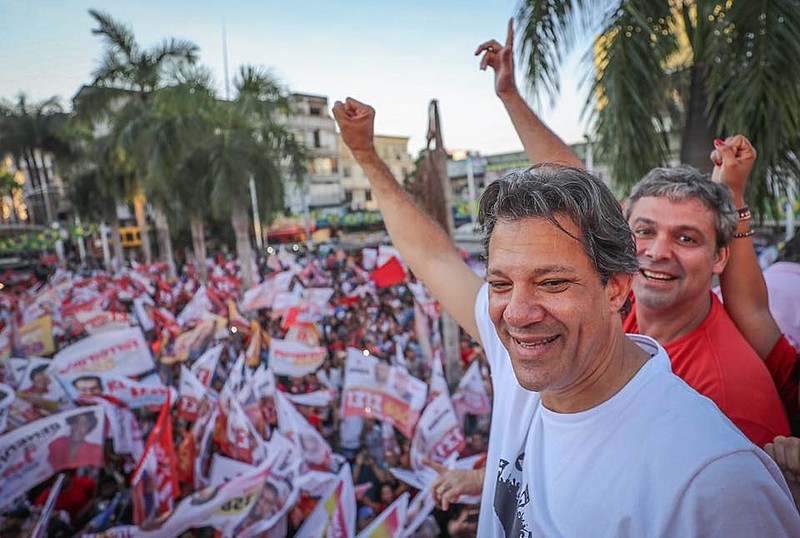 Fernando Haddad e Lindbergh Farias em comício na cidade de Nova Iguaçu