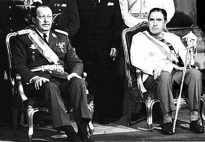 Stroessner (esq.) com Augusto Pinochet, ditador chileno responsável pela morte de 30 mil pessoas