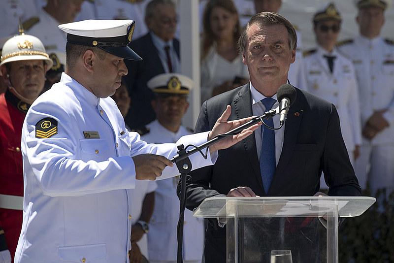 """Jair Bolsonaro, capitão retirado das Forças Armadas, agora """"comanda"""" seus antigos generais"""