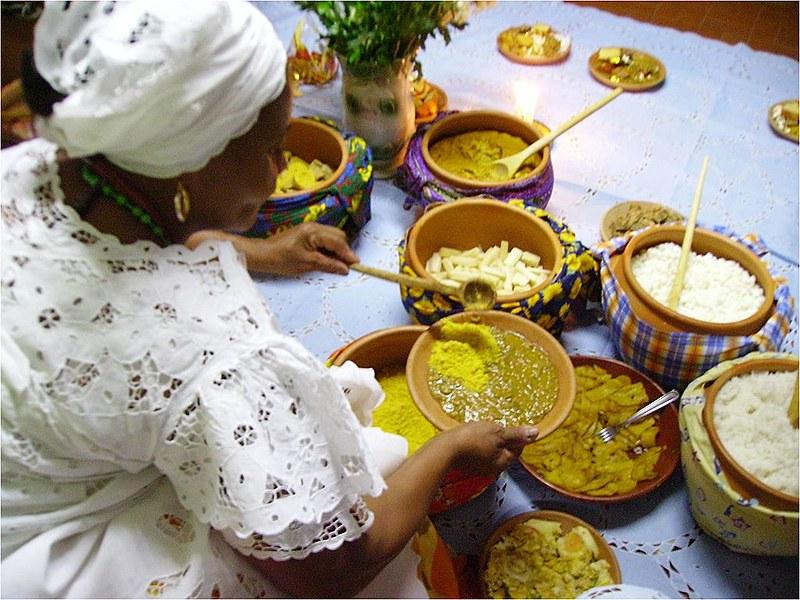 Acarajé, bobó de camarão e abará são alguns dos alimentos ligados ao candomblé