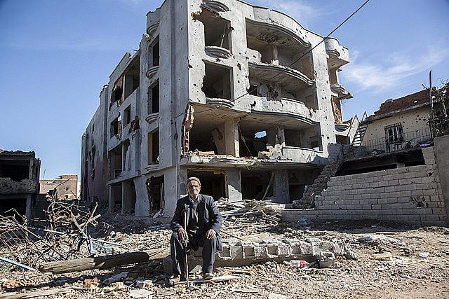 """Cidade de Cizre foi destruída """"em silêncio"""" pelo Estado turco."""