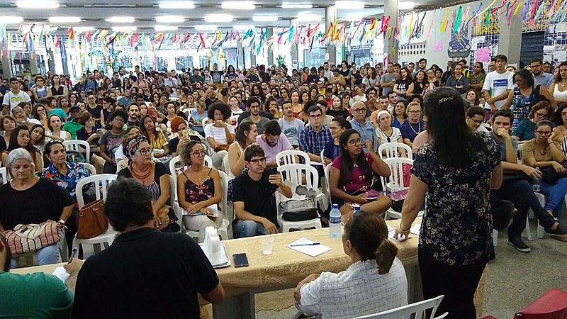 Centenas se reuniram no Centro de Vivências da UFPB, no primeiro de uma série de atos marcados contra os retrocessos impostos aos IFES.
