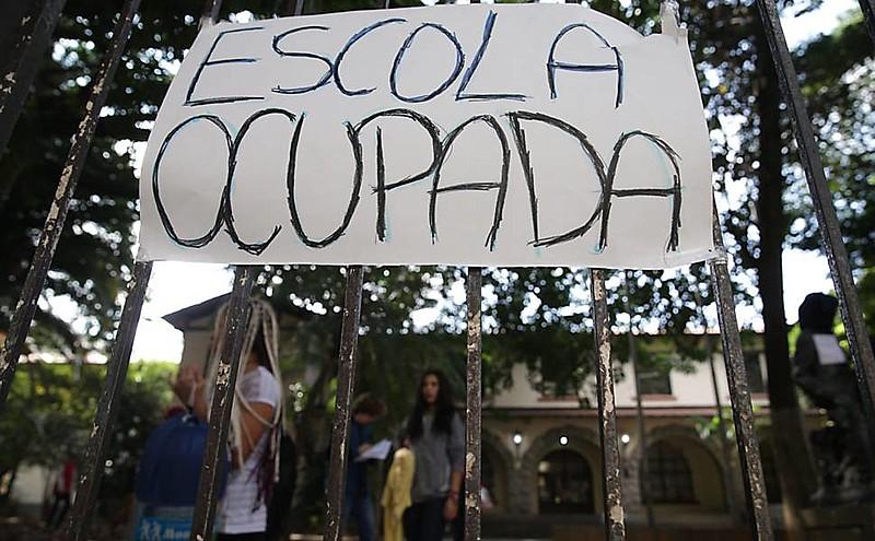 Alunos ocupam escola contra as reformas do Ensino Médio