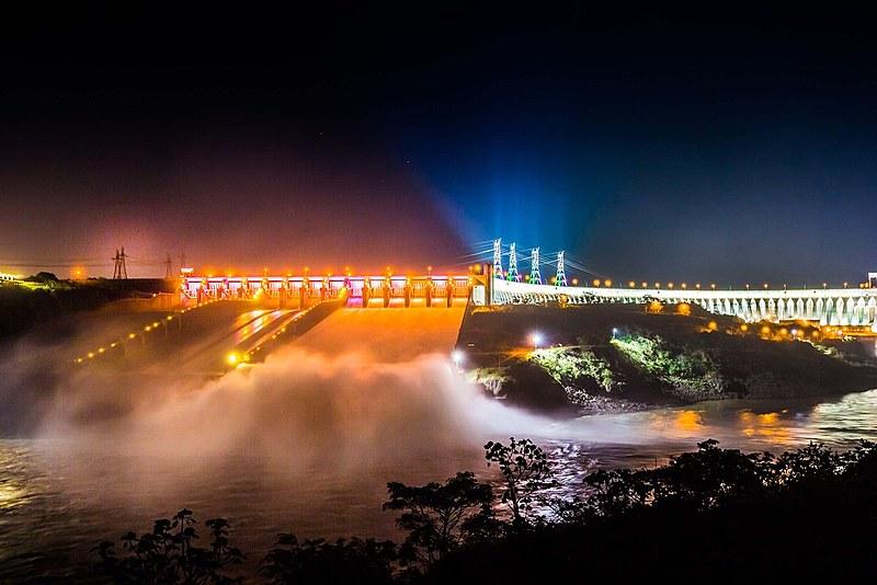 Eletrobras administra 47 hidrelétricas, 270 subestações de energia, seis distribuidoras e 70 mil quilômetros de linhas de transmissão