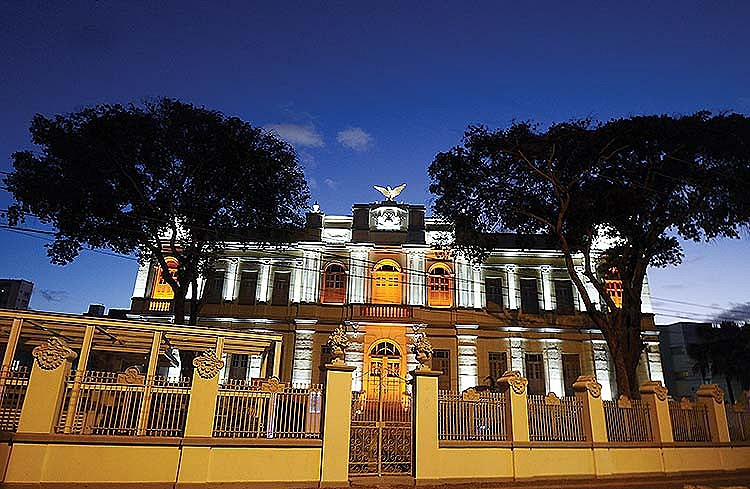 O museu funciona no prédio do antigo Colégio Atheneu Dom Pedro II, conhecido como Atheneuzinho, erguido em 1926