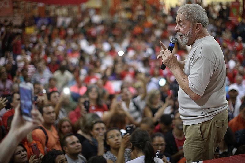 Ex presidente Lula participa de ato na Quadra dos Bancários em outubro de 2017
