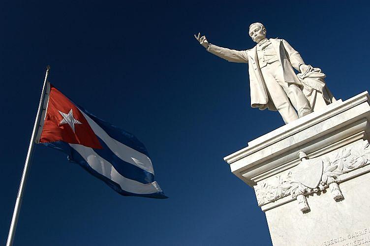 Estátua de José Martí em Cienfuegos, Cuba