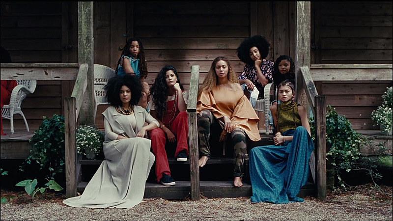 Frame do novo álbum-filme de Beyoncé, lançado no último sábado (23).