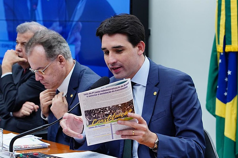 Para o deputado Sílvio Costa Filho, comissão deve votar o relatório antes do recesso