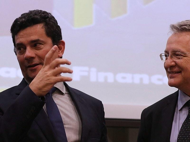 A fonte era Roberto Leonel, então chefe de inteligência da Receita Federal. Leonel foi premiado com a presidência do Coaf por Sergio Moro
