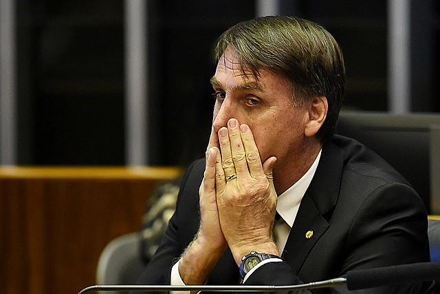 Decreto de Bolsonaro que flexibilizou a posse de armas foi criticado por especialistas