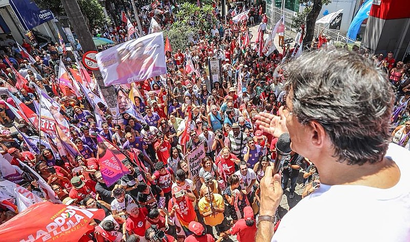 Fernando Haddad speaks to supporters