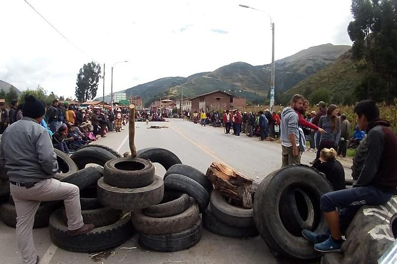 Pontes, estradas e rodovias foram fechadas por manifestantes em diversas zonas de todo país