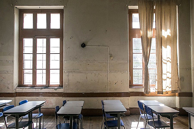 Problema de falta de professores persiste dois meses após o início das aulas. Na foto, colégio Paula Soares