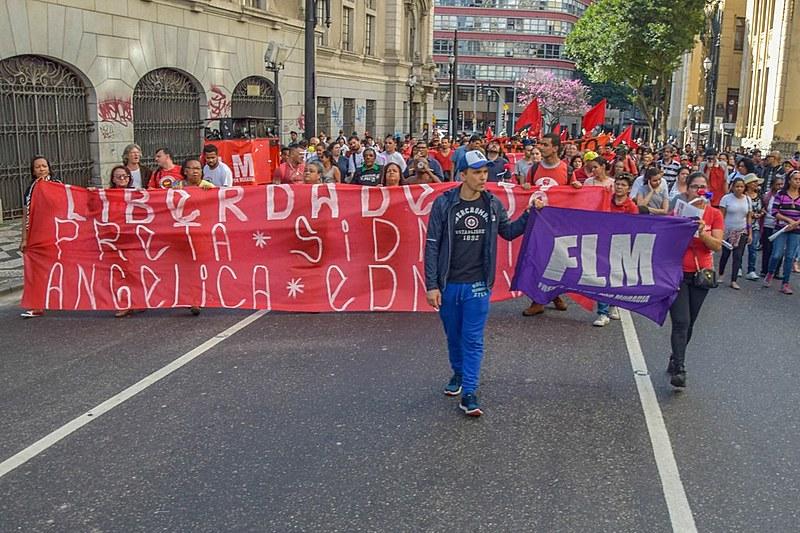 A manifestação desta quarta teveconcentração na Praça do Patriarca eseguiu em marcha até a sede do Ministério Público Estadual