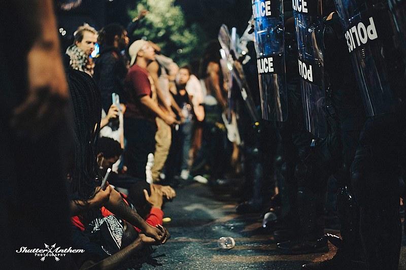 Manifestantes foram às ruas de Charlotte pela segunda consecutiva contra morte de mais um cidadão negro por policiais