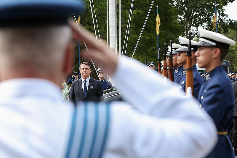 Paradoxo Bolsonaro: desgaste público do governo e fortalecimento interno
