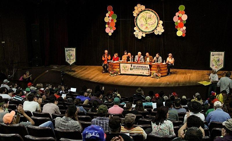Conferência defendeu articulação de uma frente ampla contra os ataques aos bens nacionais do governo Bolsonaro.