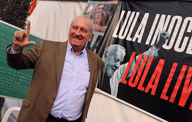 Franklin Martins visitou o ex-presidente e falou à militância da Vigília Lula Livre