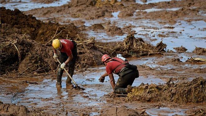 Em Brumadinho (MG), rompimento da barragem da mina Córrego do Feijão deixou pelo menos 248 mortos; outros 22 corpos continuam soterrados