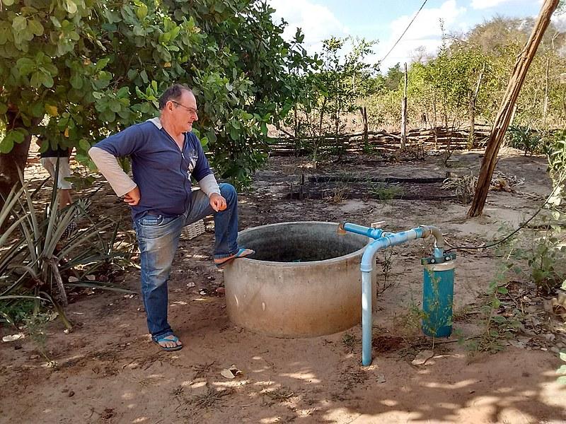 Por quase dez anos, o cacimbão de Seu Manoel serviu para dar de beber a mais de 20 famílias. Hoje, está completamente vazio.