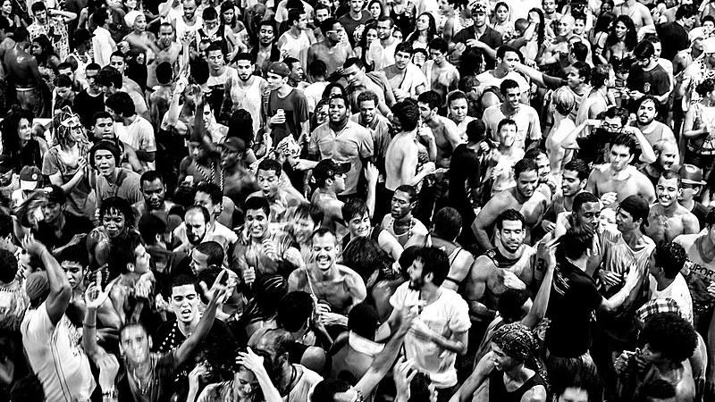 O Conselho do Carnaval reagiu às manifestações, afirmando que seu Código de Ética veda manifestações políticas e partidárias