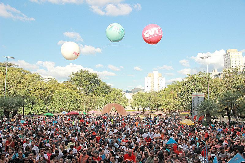 Todos os direitos sociais no Brasil foram conquistados com pressão, diz advogada