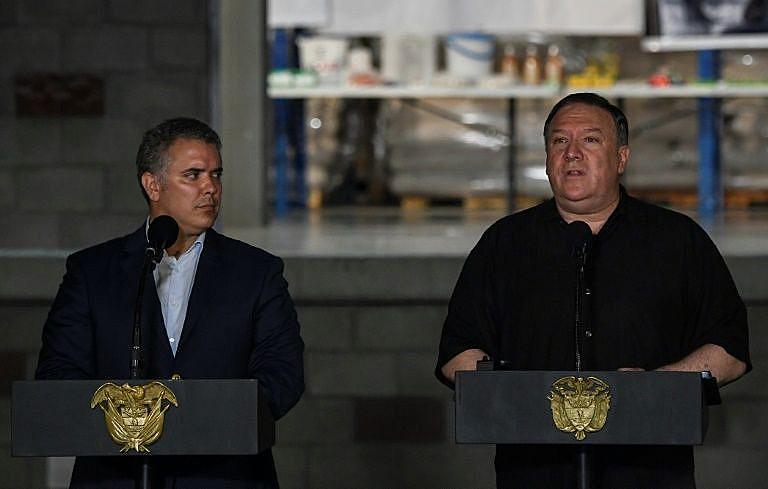 Secretário de Estado americano Mike Pompeo (à direita) e presidente colombiano Ivan Duque se reúnem em Cúcuta, nesta segunda-feira (14)