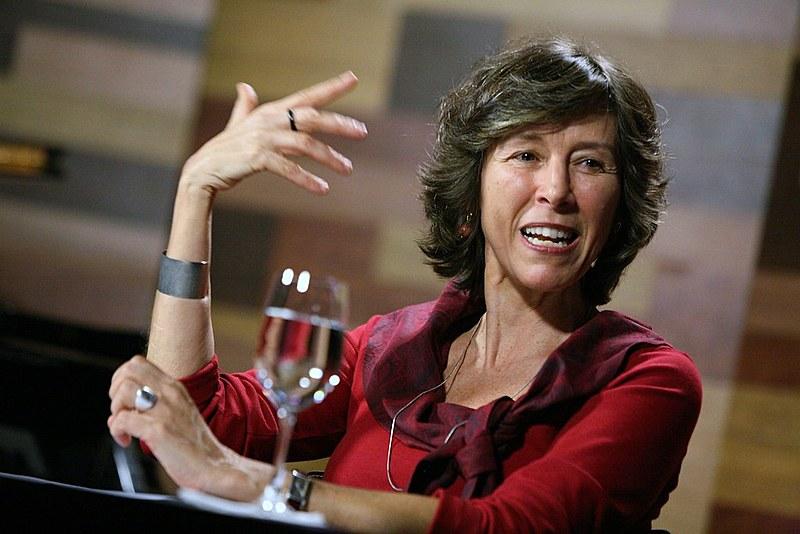 A psicanalista Maria Rita Kehl participa de debate durante o programa de TV Cafe Filosófico
