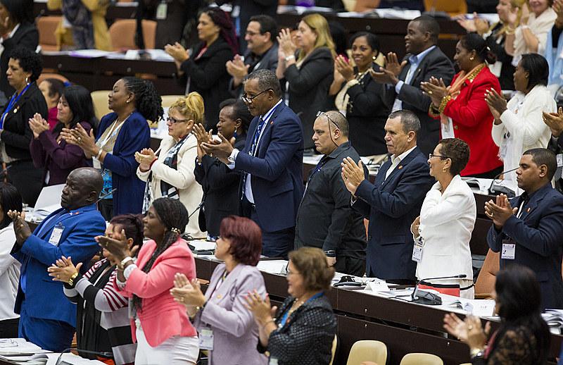 Assembleia Nacional do Poder Popular de Cuba aprova texto da nova Constituição, que agora será submetido a referendo popular em fevereiro