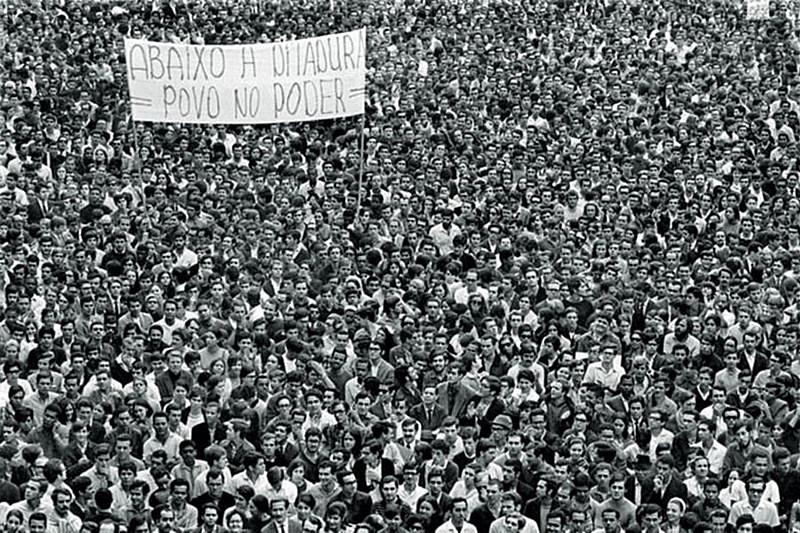 Passeata dos 100 mil, em 1968, no Rio de Janeiro, em foto clássica do fotógrafo Evandro Teixeira