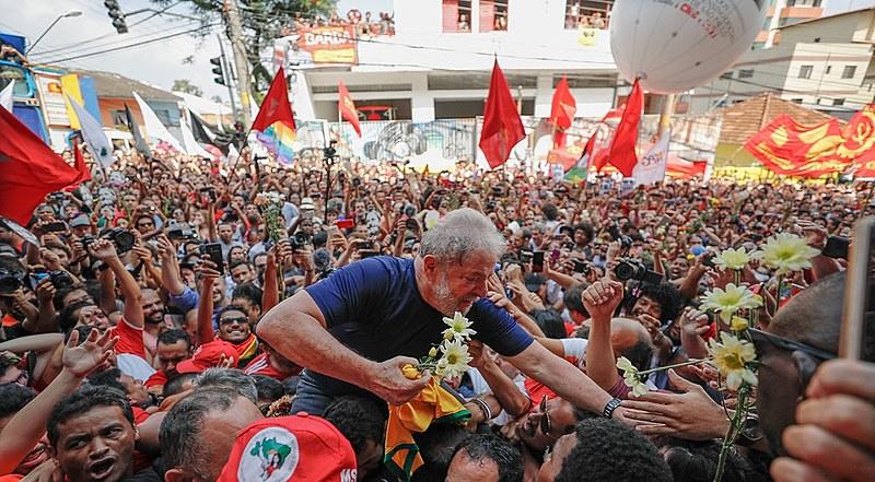 """Documento oficial argumenta que """"todos os defensores da democracia no Brasil são atacados""""; Lula está preso desde abril de 2018"""