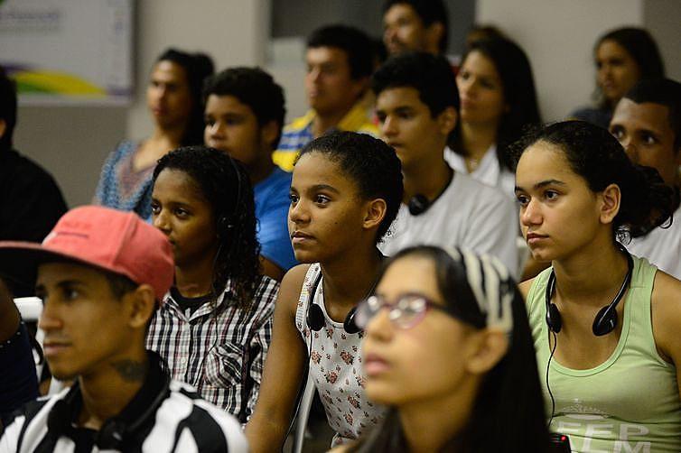 Além dos jovens enfrentaremmais dificuldades para conseguir trabalho, quando empregados, são os mais vulneráveis à demissão