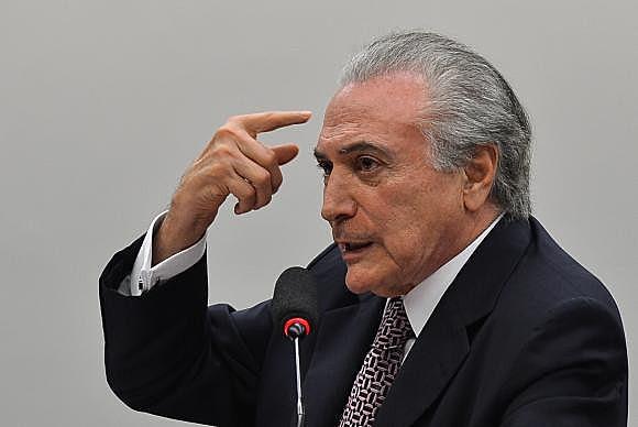 """Ofensiva publicitária do governo Temer constitui crime eleitoral"""", acusam senadores"""