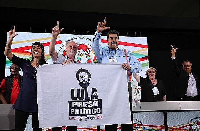 João Pedro Stedile (center) and Venezuelan president Nicolás Maduro attended the International Peoples' Assembly in Caracas