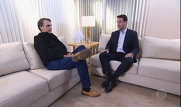"""Jair Bolsonaro (esq.) disse que vai enfrentar os """"superpoderes das minorias"""""""