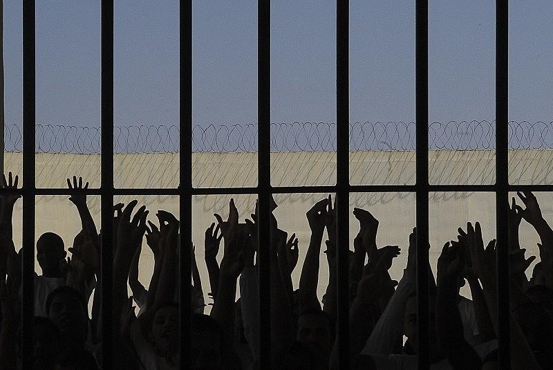 Detentos protestam contra superlotação em presídio