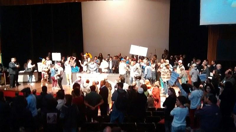 Indígenas ocupam o teatro Dante Barone, na Assembleia Legislativa do Rio Grande do Sul