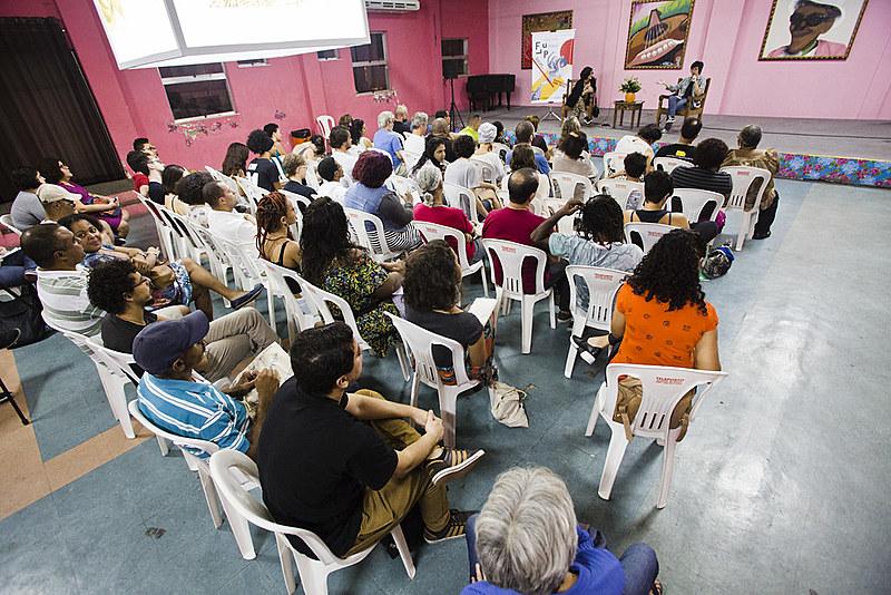 A Flup Pensa é um ciclo de debates que tem como objetivo ajudar a formar e lançar novos escritores das periferias cariocas