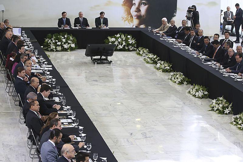 Temer reuniu ministros após um ano de golpe parlamentar