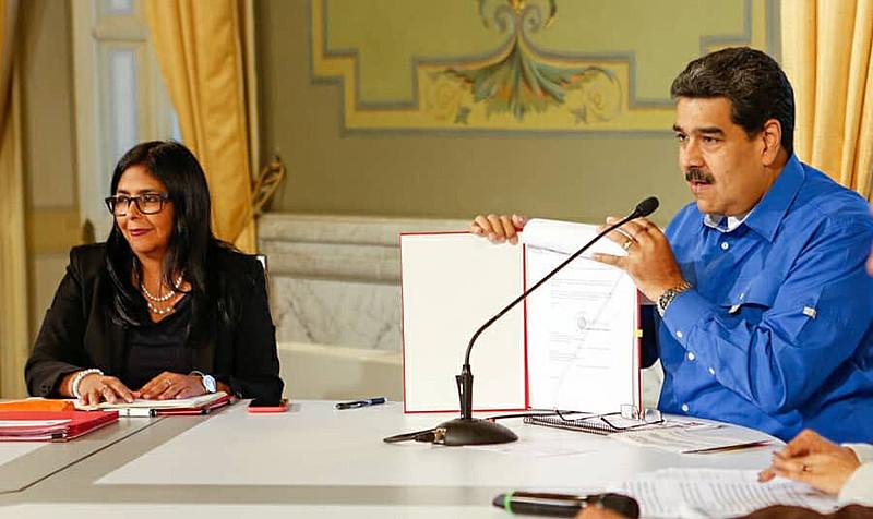 O governo do presidente Nicolás Maduro decretou a suspensão das atividades escolares e de trabalho