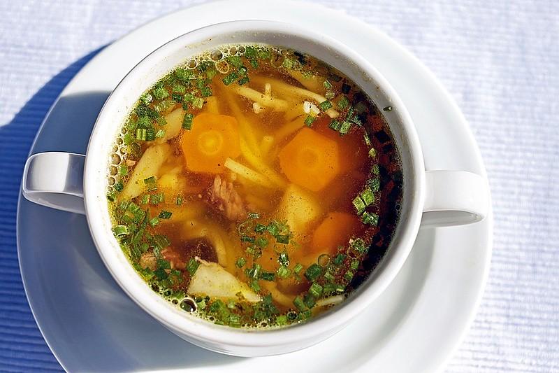 Uma sopa equilibrada deve conter carboidratos, proteínas e vegetais