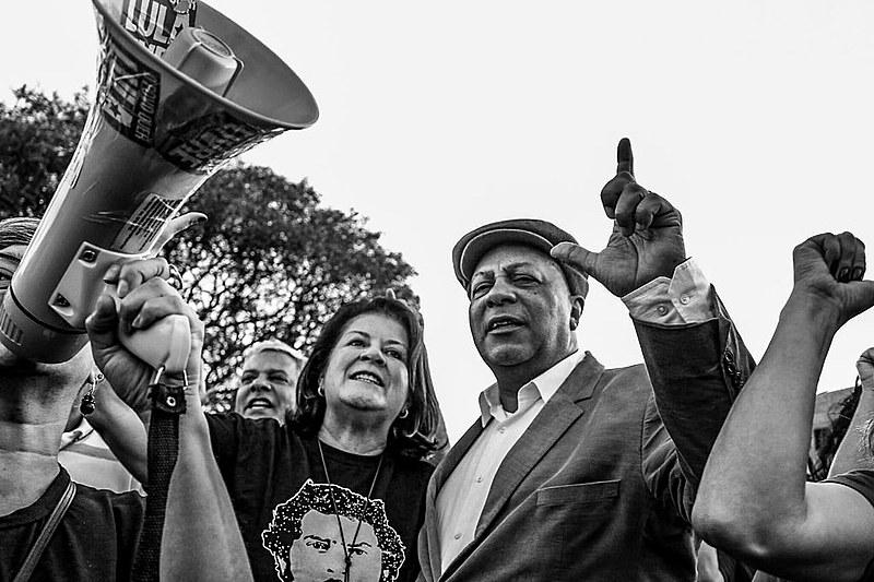 Miriam Belchior e Ariovaldo Ramos visitam a vigília em Curitiba