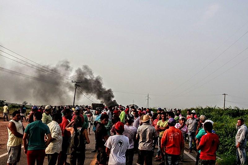 Manifestantes bloqueio da rodovia BR-155 em Marabá em protesto contra as ações de reitegração de posso