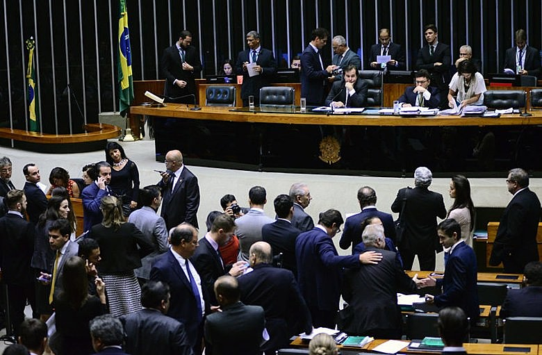 """Presidente da Câmara, Rodrigo Maia (DEM-RJ), se disse """"confiante"""" para votar o PL 4.302 entre amanhã e quarta"""