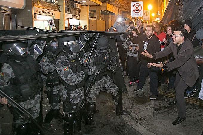 Brigada Militar montou operação de guerra no centro de Porto Alegre para despejar famílias da Ocupação Lanceiros Negros