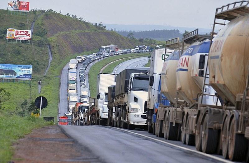 Os parlamentares irão analisar três projetos que tratam de reivindicações dos caminhoneiros