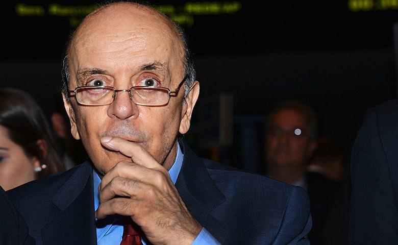 O senador tucano José Serra acusava o autor do livro de usar documentos falsos e atentar contra sua honra
